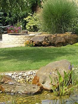 Příklad využití kamenné dlažby a kamene